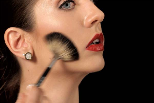 Как наносить бронзатор на лицо