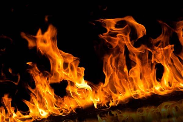 Пожар, пламя в ночи, огонь