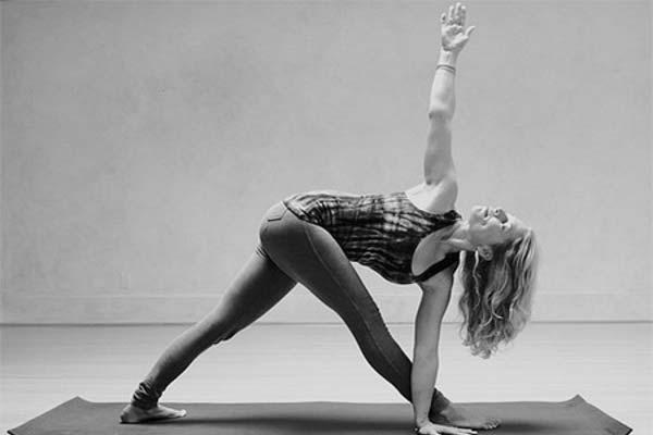 Триконасана в йоге