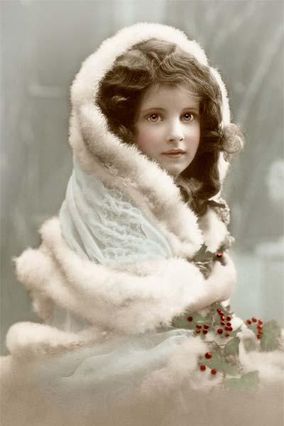 Девочка в меховой накидке