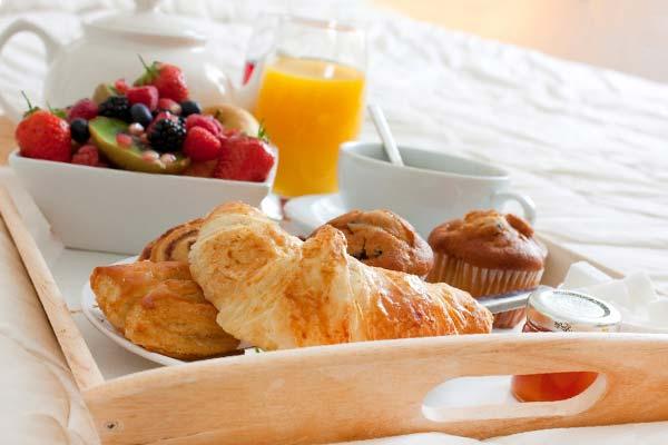 Как подать завтрак в постель