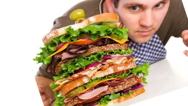 Мужчина и гамбургер
