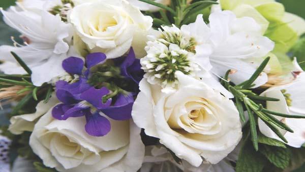 Букет роз и клематисов