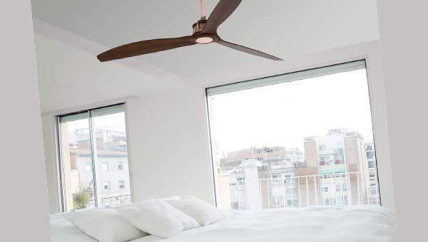 Спальня, окно, кровать, потолочный вентилятор
