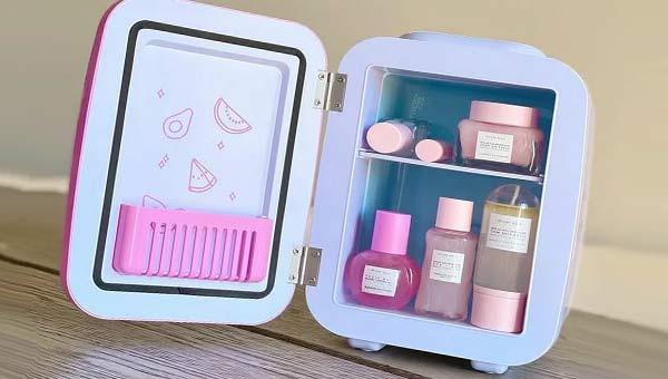 Холодильник для косметики с косметическими средствами